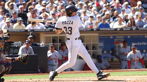 Mike Piazza at bat mid swing.