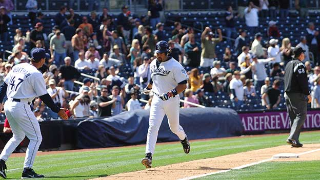 Mike Piazza running bases.